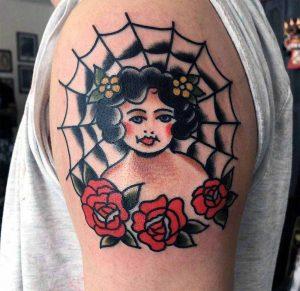 Hilde Neunteufel Tattoo Frau Rosen