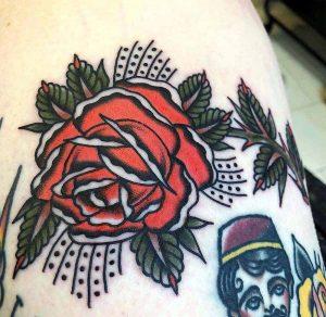 Hilde Neunteufel Tattoo große Rose