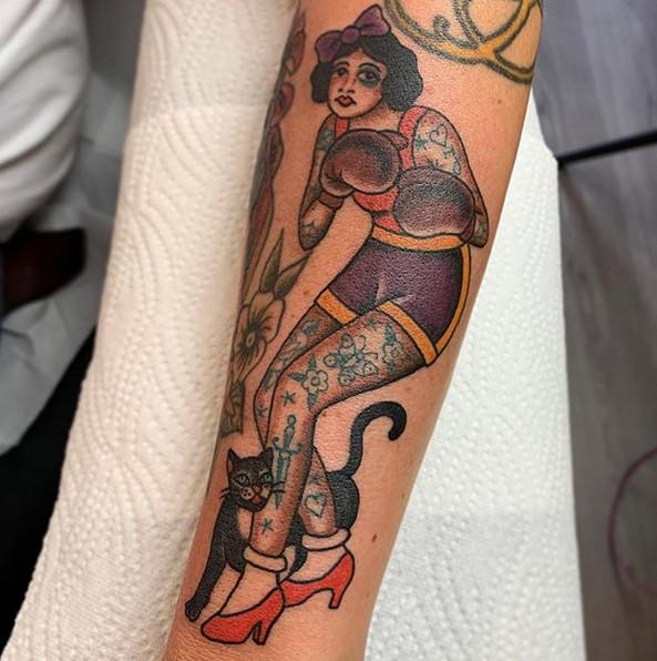 Adri O. Tattoo-tattoo-studio-vom-scheitel-bis-zur-sohle
